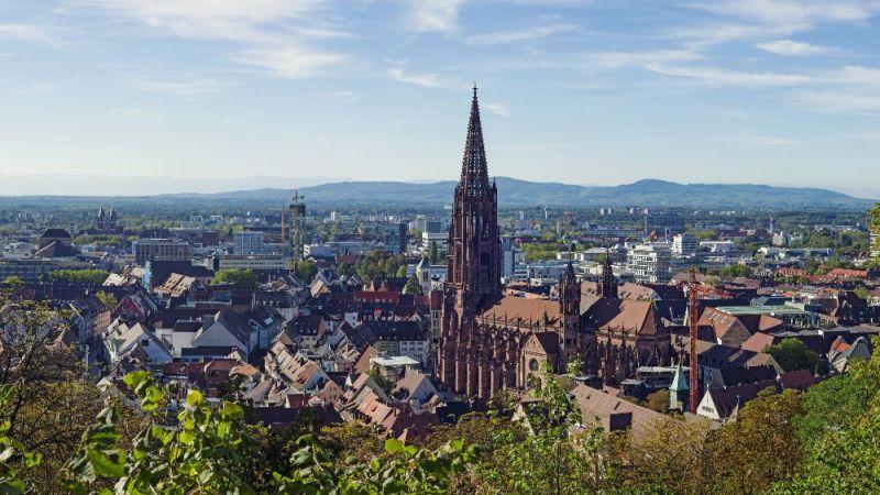 Panoramablick über die Stadt Freiburg
