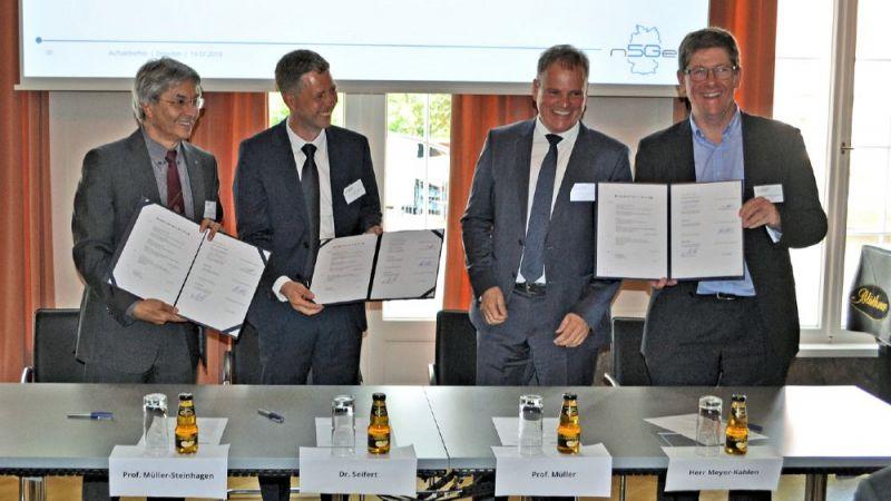 Die Projektpartner TU Dresden, RWTH Aachen, Deutsche Telekom und Ericsson unterzeichnen in Dresden einen Kooperationsvertrag zum Start des Projekts