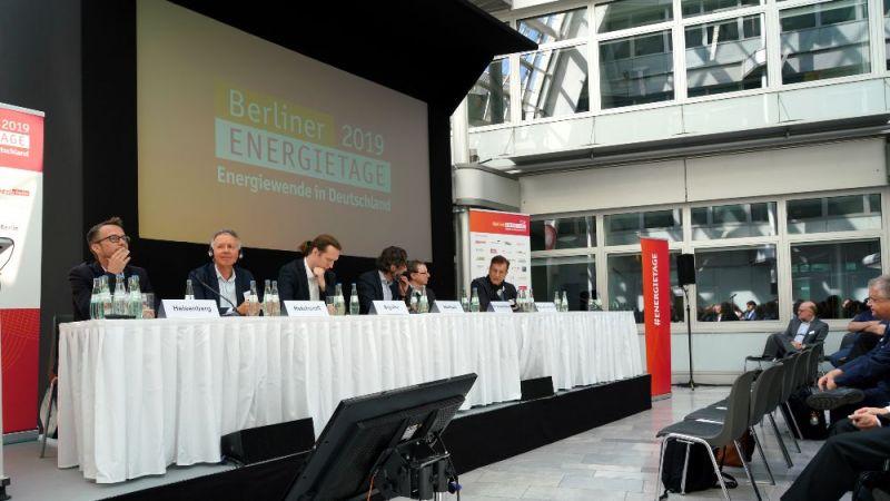 """Expert*innen stellen in einer Vortragsreihe """"Innovative Lösungen für den Gebäudebestand"""" vor."""
