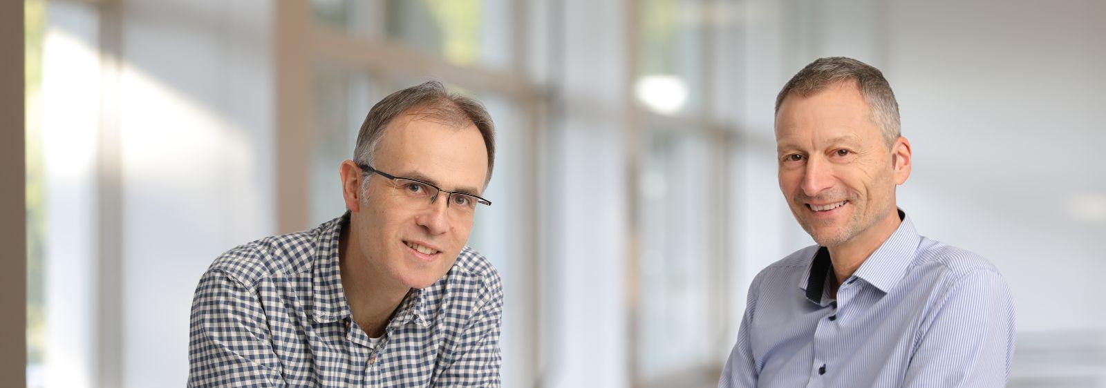 Sie haben den Bestand an Nichtwohngebäuden in Deutschland erstmals repräsentativ erfasst: Projektleiter Michael Hörner (re.) und Dr. Holger Cischinsky sind Wissenschaftler am Darmstädter Institut Wohnen und Umwelt.