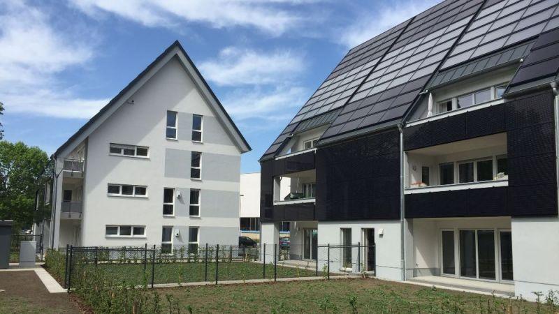Ansicht der Südfassade der im Projekt Eversol-MfH messtechnisch begleiteten Sonnenhäuser.