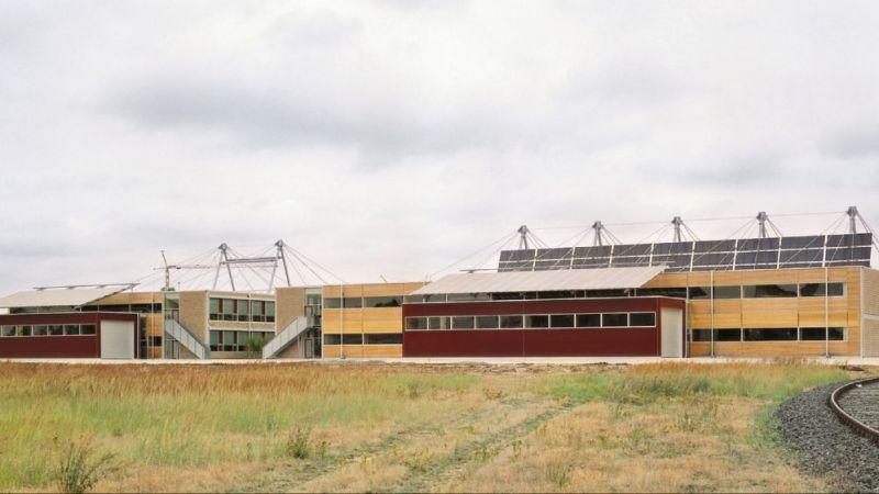 Die Fabrikhallen der Solvis GmbH aus der Ferne