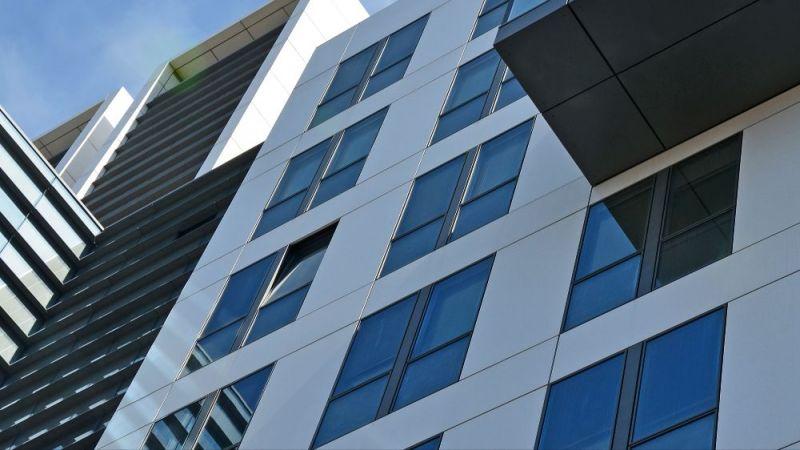 Ein Beispiel für ein modernisiertes Bürogebäude.