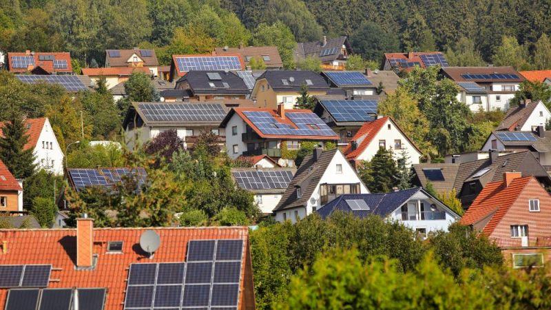 Häuser mit Solaranlagen