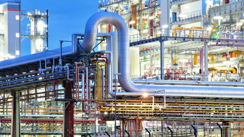 Viele Industrieanlagen verfügen über hohe Abwärmepotenziale, die über Wärmenetzinfrastrukturen weiter genutzt werden könnten.