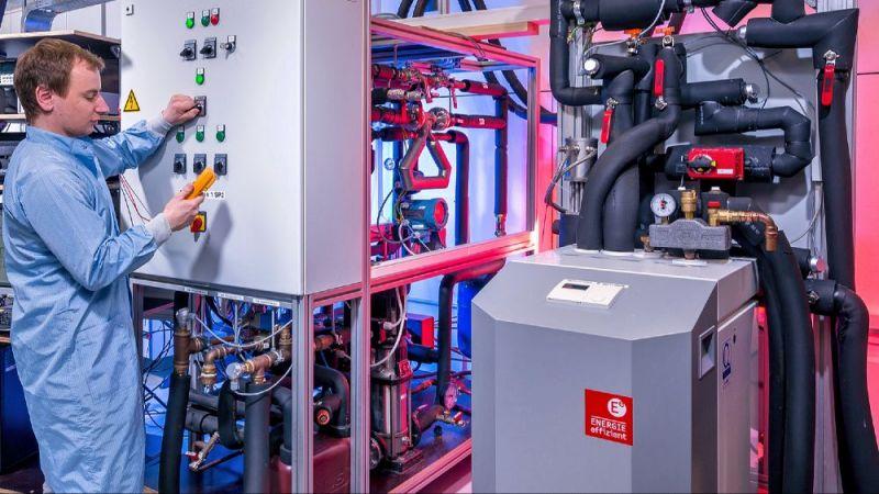 Experimental-Anlage zum Betrieb einer Wärmepumpe mit Niedertemperaturwärme aus oberflächennaher Erdreichwärme und solaren Hybridkollektoren.
