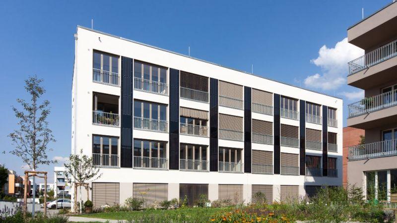 Beispiel für eine solaraktive, netzgekoppelte Energieversorgung einer Neubausiedlung