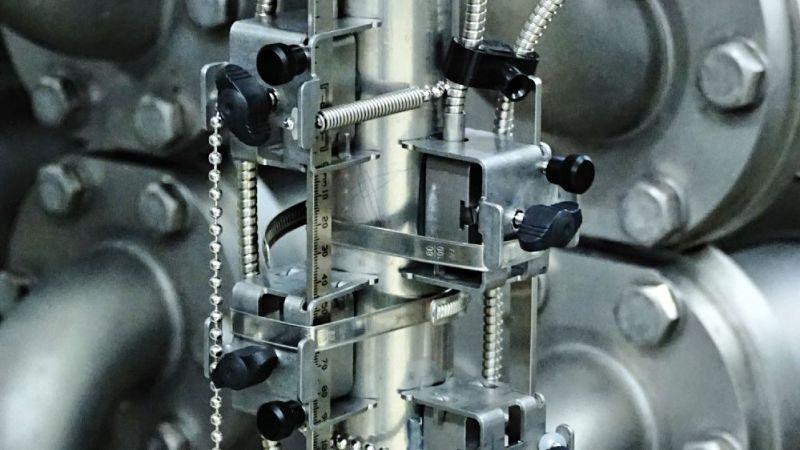 Ultraschall-Durchflussmessung auf der Produktseite einer Pasteurisationsanlage.