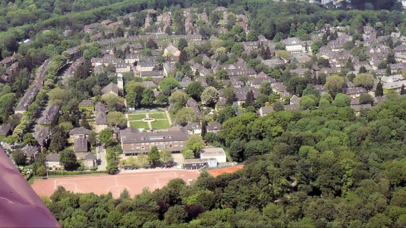 Die historische Arbeitersiedlung Margarethenhöhe in Essen in einer Luftaufnahme von Südosten (2009).