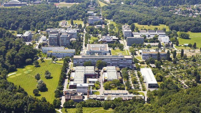 Der Campus Lichtwiese der TU Darmstadt im Süden der Stadt in einer Luftbildaufnahme
