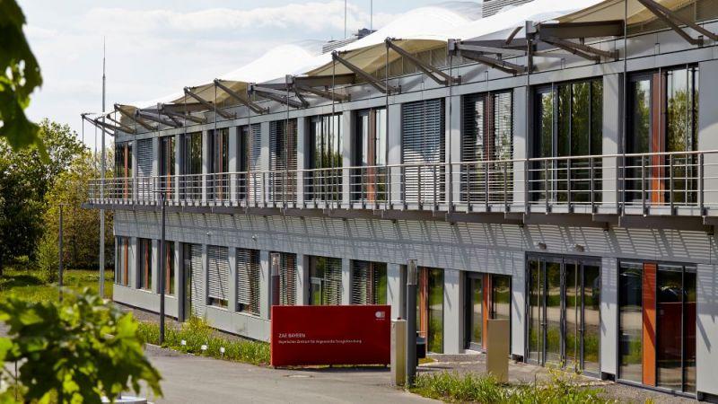 Beispiel für ein Gebäude mit PCM-Wandelementen und PCM-Kühldecken.
