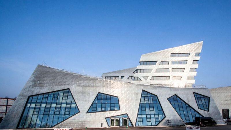 Das neue Zentralgebäude der Leuphana Universität wurde vom Architekten Daniel Libeskind entworfen.
