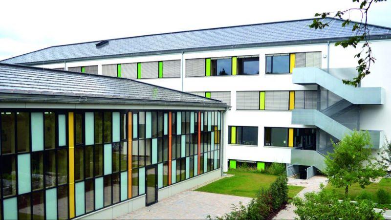 Drei Gebäude und eine Turnhalle des Berufskolleg-Campus in Detmold wurden grundlegend saniert.