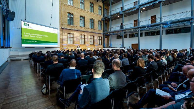 Rund 350 Expertinnen und Experten nahmen am 2. Kongress Energiewendebauen in der Telekom Hauptstadtrepräsentanz in Berlin teil.