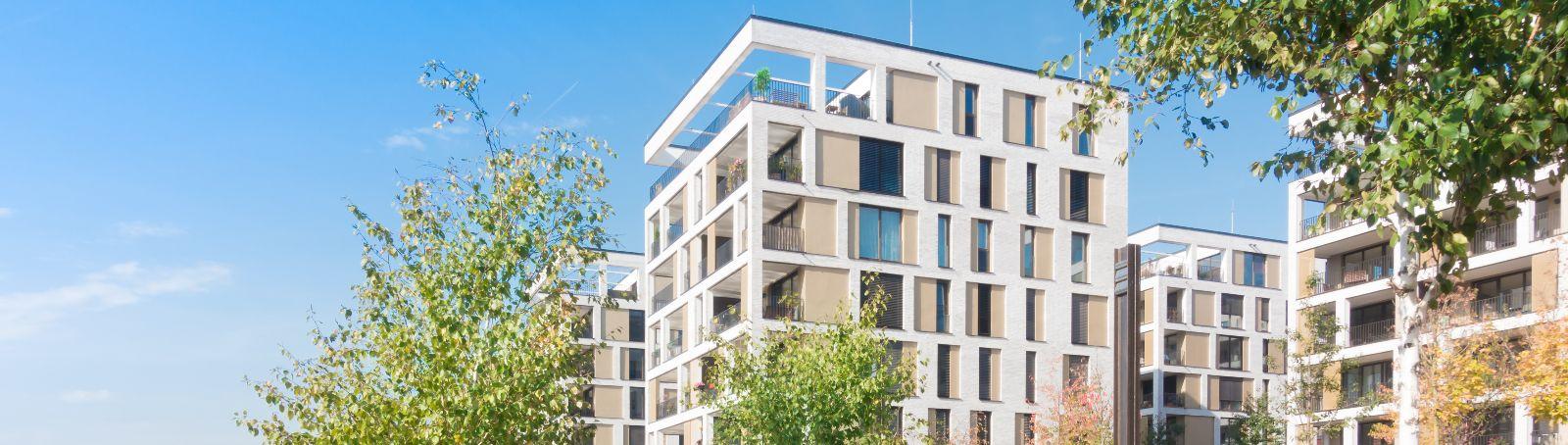 Energieoptimierte Gebäude und eine CO<sub>2</sub>-arme Energieversorgung sind wichtige Themen des neu aufgelegten Fachportals energiewendebauen.de.