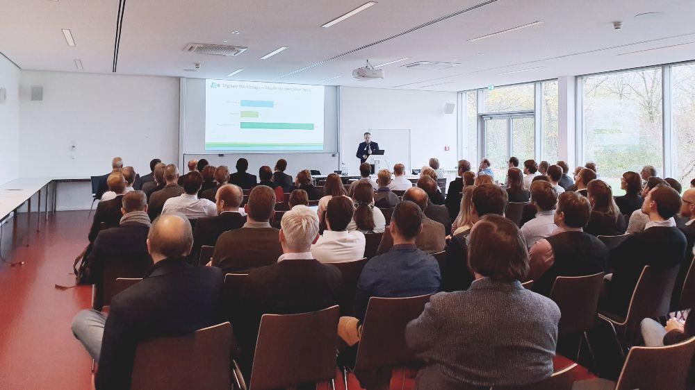 Professor Dirk Müller (RWTH Aachen) von der Wissenschaftlichen Begleitforschung berichtete von den Ergebnissen der Querauswertung von Projekten aus der Forschungsinitiative Energiewendebauen.