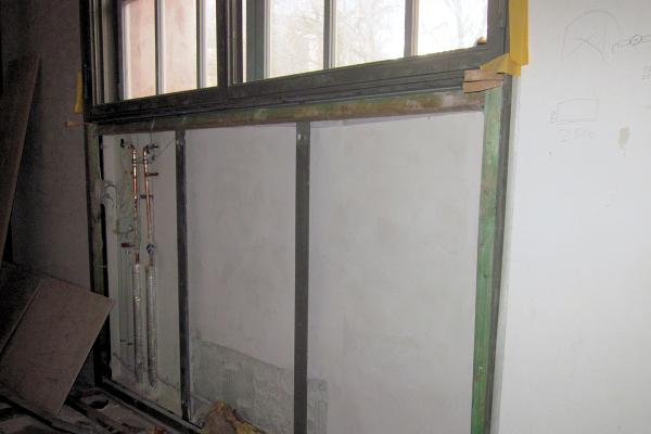 Vor der Sanierung: In diesem Ausstellungsraum im Erdgeschoss sind die Nischen im Brüstungsbereich durch einen Vorbau geschlossen.