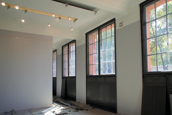 Nahezu abgeschlossene Arbeiten: Die zweite Fensterebene und ein thermoaktives Deckensystem sind bereits fertiggestellt.