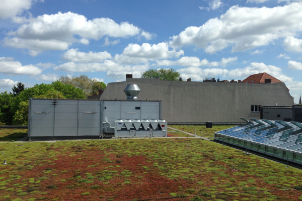 HLK-Anlage auf dem Dach des Kaufhauses im Referenzgebiet in Berlin-Pankow