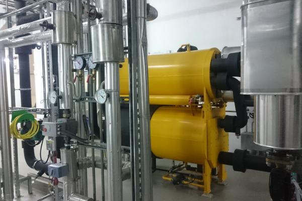 Kältezentrale am Kraftwerk Kassel: Der Antrieb der Anlage erfolgt aus dem Fernwärme-Rücklauf.