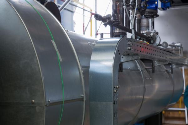 Power-to-Heat-Anlage der BTB in Berlin-Adlershof: Blick auf einen der beiden Rohrheizkörper mit einer Leistung von jeweils 3 MW.