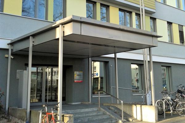 Das Vordach des IWU-Hauses, ein eigener Hausumring: Was ist ein einzelnes Nichtwohngebäude?