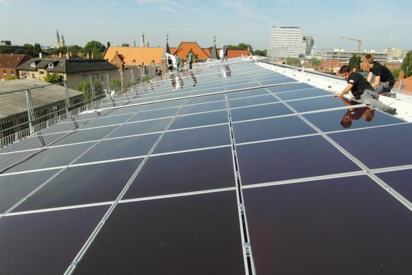 Installation der PV-Anlage auf Gebäude