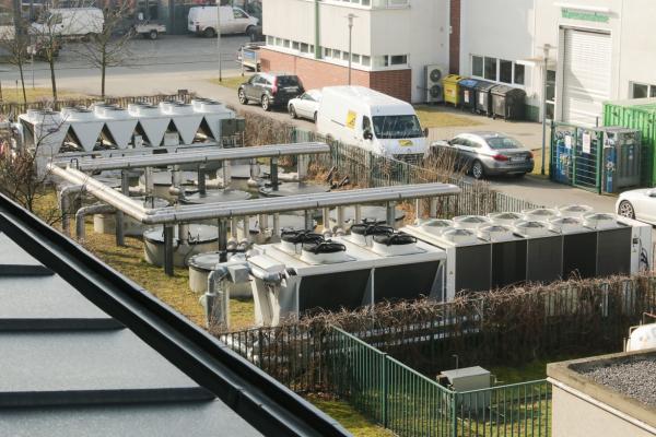 Kälteerzeuger und Eisspeicher am Zentrum für Photonik und Optik