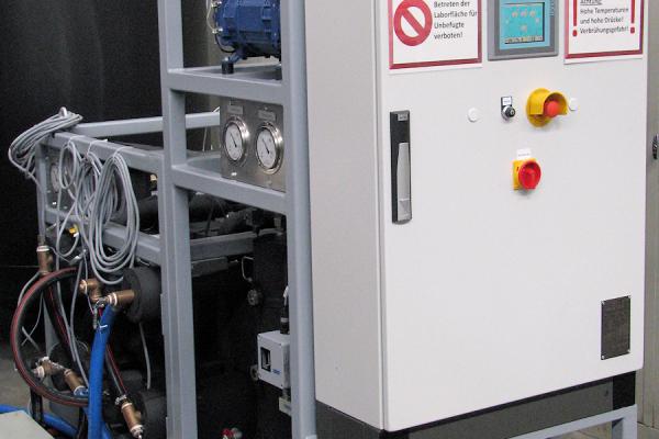 Prüfstand für den Prototypen einer CO2-Wärmepumpe, wie es bei dem Demonstrationsobjekt installiert werden soll