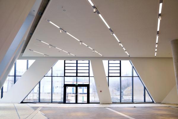 Das Foyer des Zentralgebäudes kurz vor der Einweihung am 11. März 2017