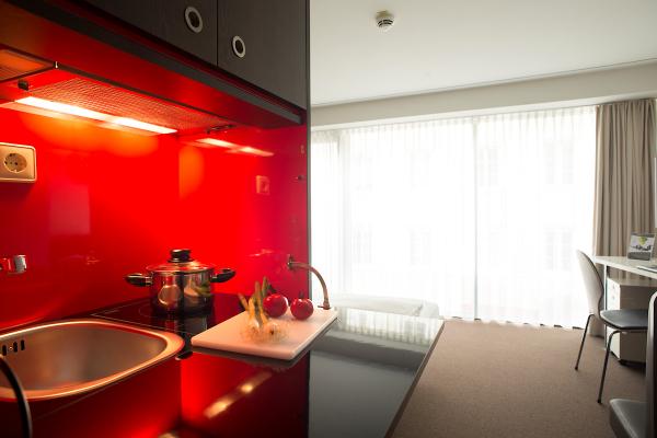 Jedes Hotelzimmer ist mit einer Küche bzw. Kitchenette ausgestattet, so dass die Gäste im Hotel auch längere Zeit wohnen können.