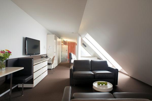 In den Dachgeschossen werden die Hotelzimmer großzügiger und benötigen im obersten Geschoss zwei Mikro-Wärmepumpen zur Wärmeversorgung über Flächenheizungen.