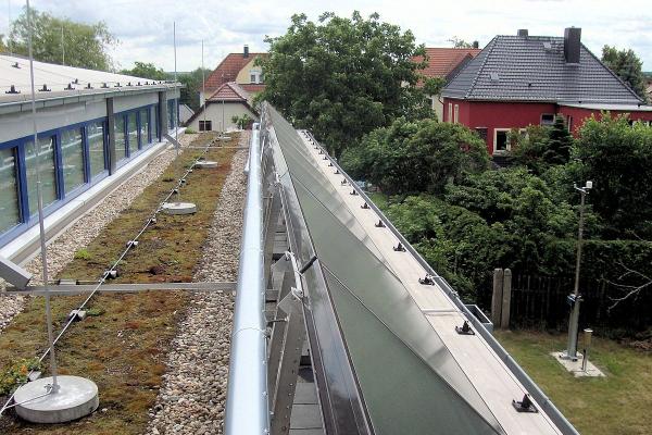 Ebenfalls auf dem Dach die thermischen Solarkollektoren zur Warmwasserbereitung