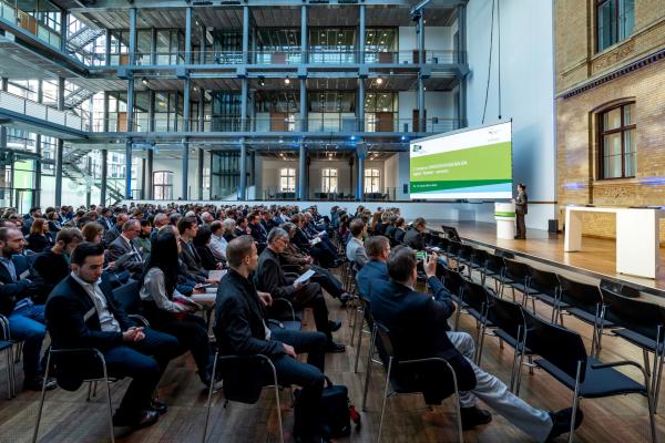 An der Veranstaltung nahmen Vertreter aus Wissenschaft, Politik und Wirtschaft teil.
