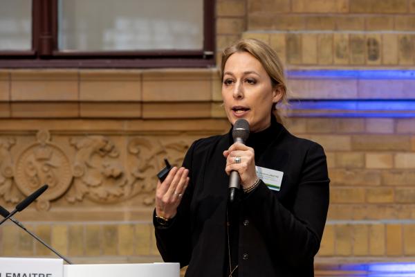 Dr. Christine Lemaitre von der Deutschen Gesellschaft für Nachhaltiges Bauen bei ihrem Impulsvortrag.